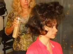 Wet Set, Teased Hair, Beehive Hair, Hair Setting, Retro Hairstyles, Hairspray, Bad Hair, Mi Long, Beauty Shop