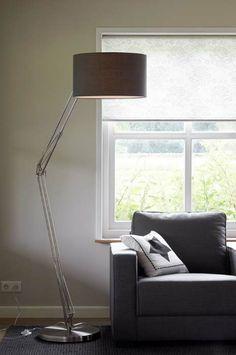 KARWEI | Sfeervolle vloerlamp voor een knus zithoekje #wooninspiratie #verlichting #karwei