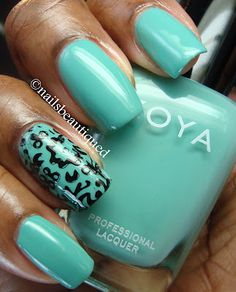Zoya Wednesday, accent nail w/stamping plate DRK-A