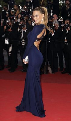 totally gorgeous style and the perfect dress in my favorite colour!!  Cannes Film Festival 2012-   Bar Rafaeli
