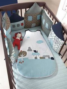 tour de lit petites maisons cot bumper houses - I LOVE this! Quilt Baby, Cot Bumper, Crib Bumpers, Crib Rail, Kit Bebe, Happy House, Baby Crafts, Baby Decor, Baby Sewing