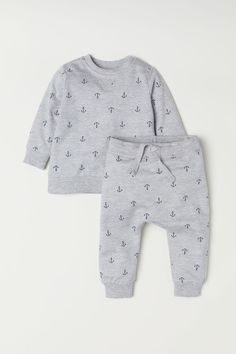 Set with a soft sweatshirt and sweatpants soft organic cotton fabric. Sweatshirt with long sleeves snap fasteners on one shoulder and ribbing at neckline cuffs and hem. Pants with an elasticized drawstring waistband and ribbed hems. Baby Kids Clothes, Baby & Toddler Clothing, Toddler Fashion, Baby Clothes Shops, Baby Outfits Newborn, Baby Boy Outfits, Kids Outfits, Baby Girl Pajamas, Gender Neutral Baby Clothes