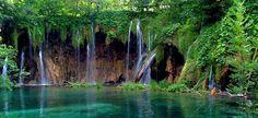 Parque Nacional de Garajonay la Gomera Spain looks like fern grato on kauai Beautiful Waterfalls, Beautiful Landscapes, Natural Waterfalls, Tenerife, Places To Travel, Places To See, Places Around The World, Around The Worlds, Beautiful World