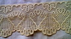 Scalloped Ecru Flat Lace 5 Yards 2 1/2 Inch Wide   by debscrafts55, $6.50