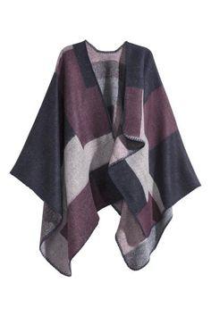 Poncho asimmetrico: Poncho in morbido tessuto. Taglio asimmetrico davanti, con una falda più lunga e una più corta. Impunture decorative lungo i bordi.