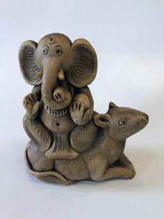 Clay Ganesha, Ganesha Painting, Ganesha Art, Kalamkari Painting, Madhubani Painting, Eco Friendly Ganpati Decoration, Ganesh Chaturthi Decoration, Batman Gifts, Ganapati Decoration