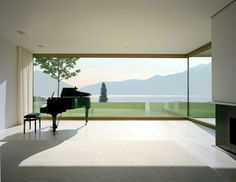 Villa über dem Vierwaldstättersee, DANIELE MARQUES, the solitary piano and the lake
