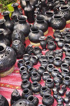 Artesanias de barro negro de San Bertolo Coyotepec, Oaxaca, México