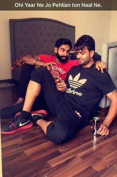 Desi boys look osome Jassi Gill Hairstyle, Parmish Verma Beard, Kurta Pajama Men, Swag Boys, Love U So Much, Girl Couple, Boys Dpz, Song Quotes, Bollywood Actors