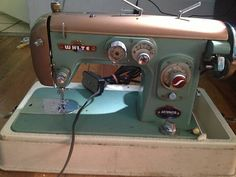 RARE Vintage White Sewing Machine Model 466