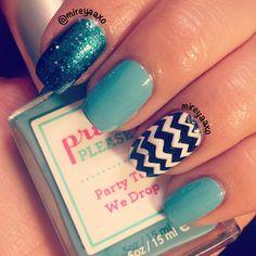 Blue glitter nails with Chevron Accent Nail  ✧ ✧ ➳ mireyaaxo
