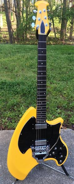 Cool Ovation Breadwinner guitar- jA