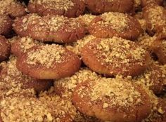 Melomakarona Greek Christmas Honey Cookie Recipe - I am freaking obsessed with these! Greek Sweets, Greek Desserts, Cookie Desserts, Greek Recipes, Cookie Recipes, Dessert Recipes, Greek Meals, Greek Cookies, Honey Cookies