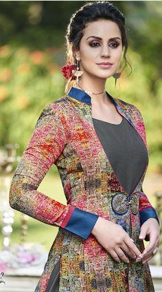 Best 12 Tussar Silk with Digital Print Floor Touch Gown Melhor Seda de 12 Tussar com vestido de toque digital Salwar Neck Designs, Kurta Neck Design, Dress Neck Designs, Designs For Dresses, Kurta Designs, Blouse Designs, Fashion Designer, Indian Designer Outfits, Designer Gowns