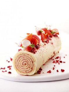 Biscuitrol met aardbeienconfituur http://njam.tv/recepten/biscuitrol-met-aardbeienconfituur