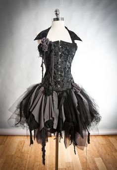 Custom Size black and gray Burlesque zombie corset dress with collar Available in small to XL. from Glamtastik on Etsy. Saved to All Hallows Eve. Dark Fashion, Gothic Fashion, Fancy Dress, Dress Up, Prom Dress, Corset Dresses, Estilo Lolita, Fantasias Halloween, Collar Dress