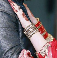 Muslim Couple Photography, Indian Wedding Photography, Girl Photography Poses, Cute Muslim Couples, Romantic Couples, Wedding Couples, Wedding Poses, Wedding Photoshoot, Perfect Couple
