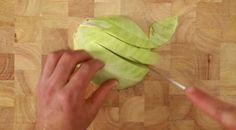 Zuurkoolsalade, zuurkool, spitskool, rucolla, karwijzaad, olijfolie. Zuurkool eerst goed opwarmen.