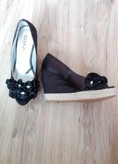 Kup mój przedmiot na #vintedpl http://www.vinted.pl/damskie-obuwie/inne-obuwie/13584328-koturny-ccc-czarne-satynowe-36-slomiana-koturna