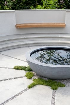 At the centre of the garden is a reflective water bowl within a circular seating area. An oak bench provides seating. Circular Garden Design, Garden Landscape Design, Small Garden Design, Garden Landscaping, Landscaping Design, Hampton Court Flower Show, Rhs Hampton Court, Tom Simpson, Urban Park