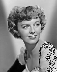 Margaret Sullavan - Appointment For Love - Movie Still Magnet Old Hollywood Stars, Golden Age Of Hollywood, Classic Hollywood, Vintage Hollywood, Classic Actresses, Hollywood Actresses, Actors & Actresses, Hollywood Icons, Hollywood Glamour