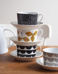 House of Rym cups with Iittala Teema plates Coffee Cup Crafts, Coffee Cups, Cutlery Storage, Marimekko, Scandinavian Design, A Table, Decoration, Dinnerware, Home Accessories