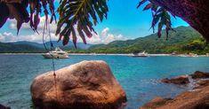 Com três quilômetros de extensão, a praia de Lopes Mendes é apontada como uma das mais bonitas do mundo. Suas ondas atraem muitos surfistas. Suas águas são cristalinas e as areias brancas, além de estar inserida em um   trecho vistoso da Mata Atlântica.  Fotografia: Creative Commons / Rafael Vianna Croffi.