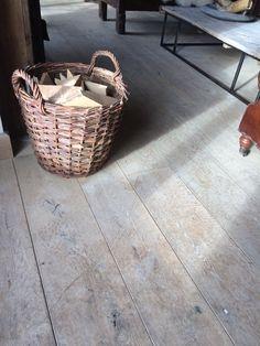 Rustiek Frans eiken vloer, geborsteld, bij Het Achterhuis