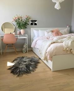 What a gorgeous bedroom by @interiorbyvenessa ♡