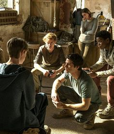 Maze Runner: The Death Cure Trailer. Wes Ball's Maze Runner: The Death Cure movie trailer stars Kaya Scodelario, Dylan O'Brien, and Walton Goggins. Newt Maze Runner, Maze Runner Death Cure, Maze Runner Movie, Dylan Thomas, Dylan O'brien, Newt Thomas, Maze Runner Trilogy, Maze Runner Series, Thomas Brodie Sangster