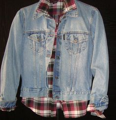 ¡Reviví los 80'! CAMPERA #MOTOROIL $180 T. MEDIUM IMPECABLE #ochentosa Jeans Capri, Denim, Jackets, Coat Hanger, Sweater Vests, Fall Winter, Down Jackets, Jacket, Jeans
