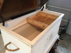 Wooden storage chest - A miniature wooden chest or an old large suitcase is a great alternative to a bedside table. Woodworking Furniture, Furniture Plans, Woodworking Projects, Diy Furniture, Woodworking Classes, Woodworking Videos, Woodworking Machinery, Woodworking Workbench, Furniture Projects