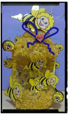 Arı kovanı Insect Crafts, Bee Crafts, Arts And Crafts, Bike Decorations, Bee Activities, Honey Wedding Favors, Valentine Crafts For Kids, Bee Art, Sunday School Crafts