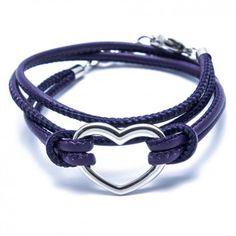 """Das Charity-Wickelarmband """"Heart"""" in Purple mit dem hinreißenden Herz aus Edelstahl ist ein echter Eyecatcher für deinen glänzenden Auftritt. Versandkostenfrei bei melovely.de"""