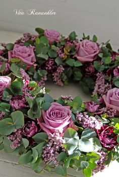 Pink wreath with roses and tulips - Vita Ranunkler Pink wreath with roses and tulips - Vita Ranunkler Deco Floral, Arte Floral, Funeral Flowers, Wedding Flowers, Flower Wreath Funeral, Corona Floral, Pink Wreath, Cemetery Flowers, Summer Wreath
