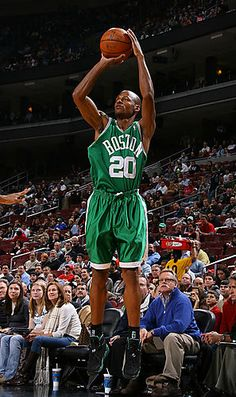 Ray Allen - Most beautiful shot in the NBA. Basketball Skills, Basketball Shooting, Love And Basketball, Basketball Legends, Basketball Players, Boston Sports, Nba Sports, Shooting Guard, Basketball Photography