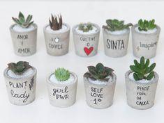 Diy Concrete Planters, Concrete Pots, Diy Planters, Painted Plant Pots, Painted Flower Pots, House Plants Decor, Plant Decor, Succulent Pots, Succulents Diy