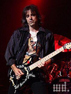 Warren DeMartini Warren Demartini, Metal Horns, Jackson Guitars, Best Guitarist, 80s Music, Hair Bands, Aerosmith, Cool Guitar, Hard Rock