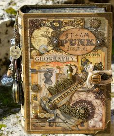 Steampunk 'Timekeeper' Altered Book Box- Flying Unicorn Creative Team created by Rebecca Morris (guest signing book) Steampunk Cards, Steampunk Book, Steampunk Guitar, Gothic Steampunk, Steampunk Necklace, Steampunk Clothing, Victorian Gothic, Steampunk Fashion, Altered Book Art