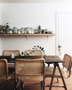 Vintage dining room you'll love for your modern home design! Vintage dining room you'll love for your modern home design! Design Salon, Deco Design, Loft Design, Design Design, Design Ideas, Wooden Table And Chairs, Vintage Dining Chairs, Sweet Home, Contemporary Home Furniture
