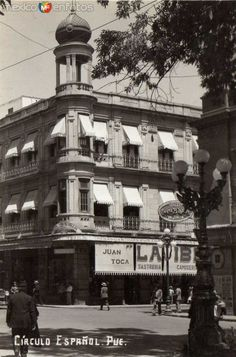 La IBERIA, tienda especializada de ropa. Esquina del andador 5 de mayo y Palafox y Mendoza