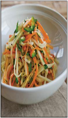 Green papaya salad (som tum) with salt and pepper tofu Lactose Free Milk, Green Papaya Salad, Asian Recipes, Ethnic Recipes, Fodmap Recipes, Some Recipe, Low Fodmap, Healthy Options, Tofu