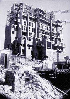 La MeMe by Lucien Kroll Lucien Kroll, Les Memes, Post Modern, Assemblages, Built Environment, Postmodernism, Thesis, Stage, Construction