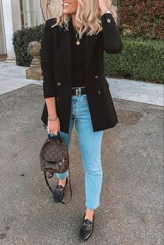 jeans and loafers outfit casual Outfit Jeans, Black Blazer Outfit Casual, Black Loafers Outfit, Loafers For Women Outfit, Look Blazer, Brogues Womens Outfit, Casual Jeans, Jean Outfits, Chic Outfits