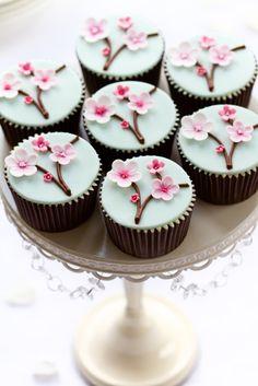 Bahar temalı muffinler