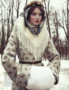 Vogue Japan December 2013 issue : Editorial : The Anastasia Of Winter Model : Lindsey Wixson Photographer : Emma Summerton Styling : Giovanna Battaglia Lindsey Wixson, Foto Fashion, High Fashion, Winter Fashion, Womens Fashion, Vogue Fashion, Style Fashion, Winter Princess, Ice Princess