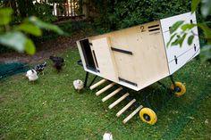 Design Hühnerstall für Hühnerliebhaber und Selbstversorger Design Thinking, Outdoor Decor, Gifts, Home Decor, Cabin, Predator, Farm Animals, Agriculture, City