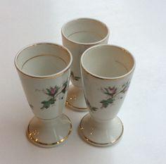 kahvi-tee-gloögimuki noin 40 luvulta . korkeus 15cm . 2 kpl