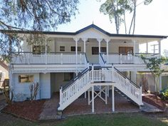 Large Queenslander in Brisbane. This style of home will never become outdated as it has character and charm. Front Stairs, House Stairs, Australian Architecture, Australian Homes, House Outside Design, House Design, Queenslander House, Brisbane, Kit Homes