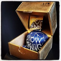 You can win such a golden box at each Snowporning tour stop. Hand painted cap by our streetartist Dian of Life is Porno.